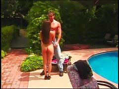 Cuttie sexy con un cuerpo increíble consigue su coño lamido antes de dar un blowie