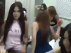 Grupo de danza Jemer en el salón de belleza