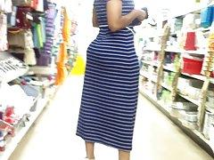Mamá de booty Bubble en vestido azul.