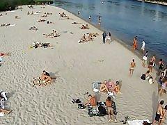 Revisión de playa nudista de Kiev