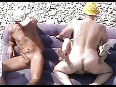 Puta madura en la playa