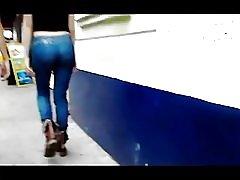 Jovencita nalgona en jeans