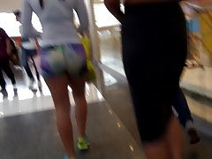 Tiro mierda caliente en centro comercial